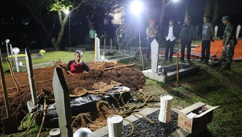 Kemensos Siapkan Makam Terbaik untuk BJ Habibie di Sebelah Ainun