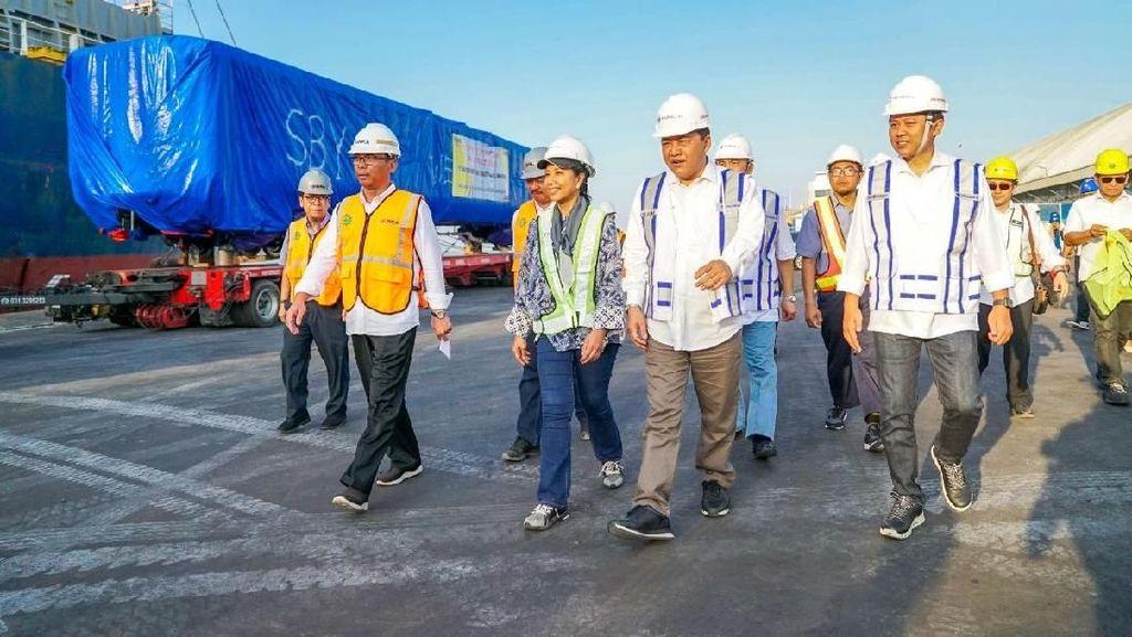 Rini Pantau Ekspor Gerbong Kereta Lewat Tanjung Perak