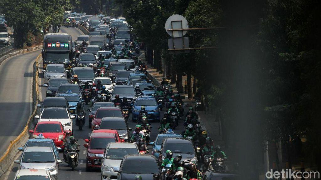 Efek Ganjil-Genap, Jangan Sampai Pengguna Mobil Migrasi ke Motor