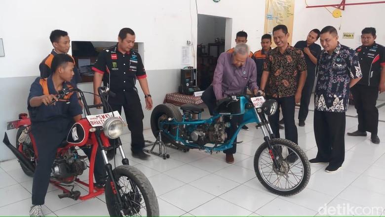 Siswa SMK di Tegal Ciptakan Motor Chopper dari Limbah Logam Foto: Imam Suripto/detikcom