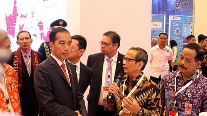 Foto: Jokowi mengunjungi booth pameran PT Harrif Daya Tunggal Engineering/Dok: Istimewa