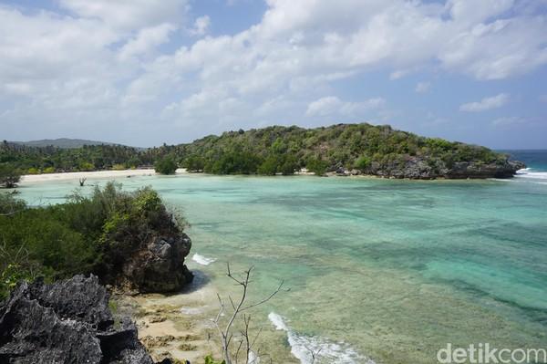 Masih di Kecamatan Rote Barat, selamat jatuh cinta dengan Pantai Boa ini (Afif Farhan/detikcom)