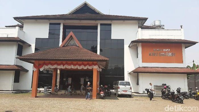 Klinik mata dr Hasri Ainun Habibie di Bogor. (Farhan/detikcom)