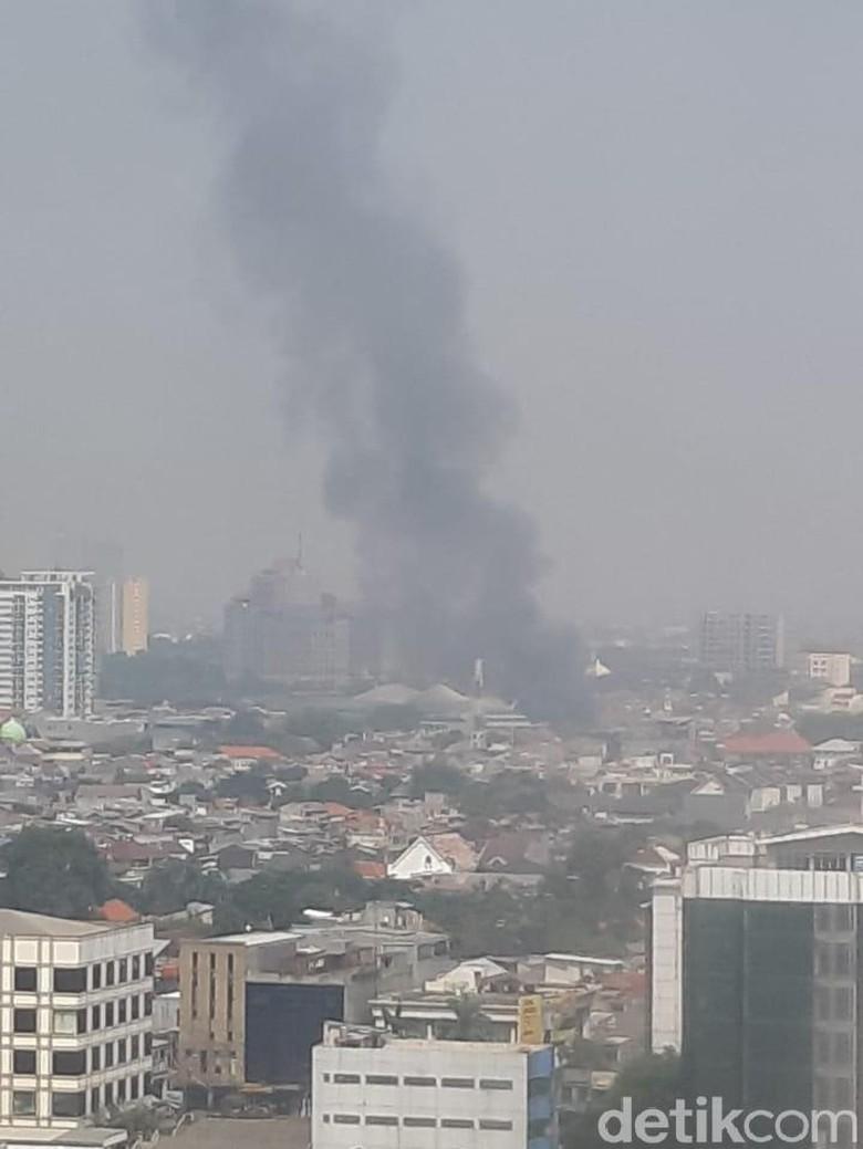 Rumah di Petogogan Jaksel Terbakar, 8 Unit Mobil Damkar Dikerahkan