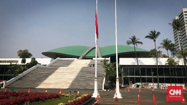 Bendera Setengah Tiang di Istana, Berkabung untuk Habibie