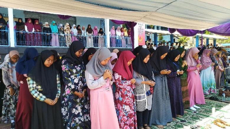Pelajar di Ciamis Gelar Doa Bersama untuk BJ Habibie