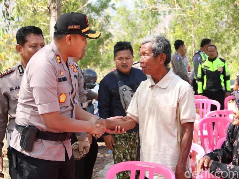Polisi Pacitan Serahkan Tandon Bantu Warga Atasi Krisis Air Bersih