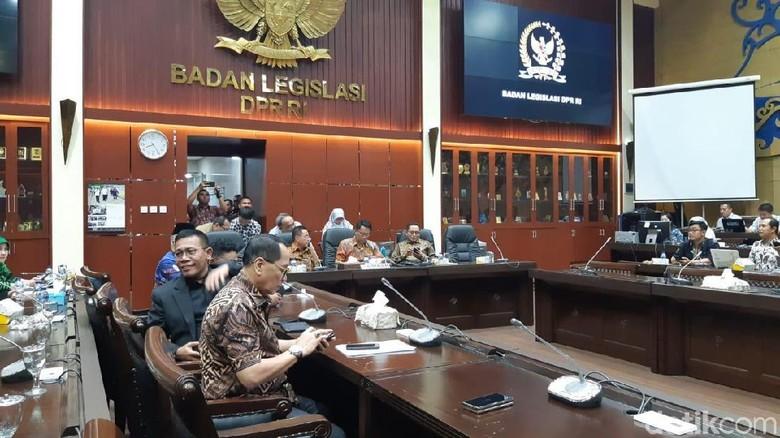 DPR-Pemerintah Sepakat Bahas Rancangan Revisi UU KPK dan UU MD3