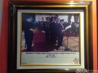 Foto saat BJ Habibie dilantik menjadi presiden (Usman Hadi/detikcom)