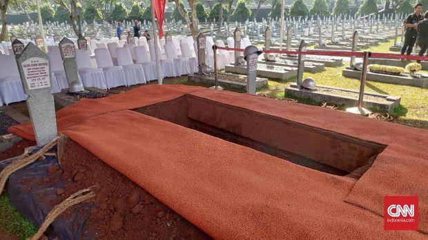 Liang lahat bagi jasad BJ Habibie di TMP Kalibata.