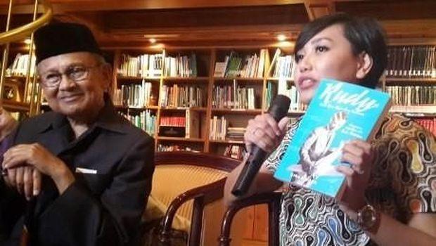 2 Tahun Perjalanan Gina S Noer Tulis Buku Biografi BJ Habibie