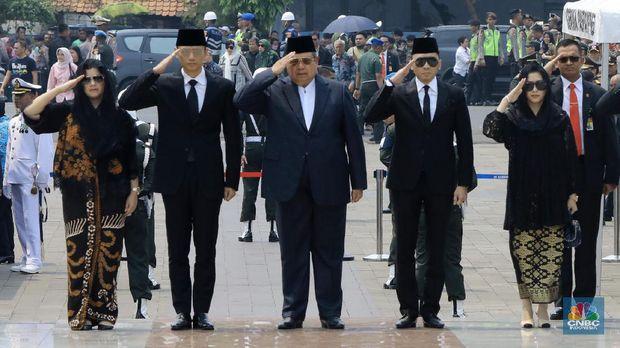 Menteri Jokowi Kenang Habibie: Bangun Konektivitas & Industri