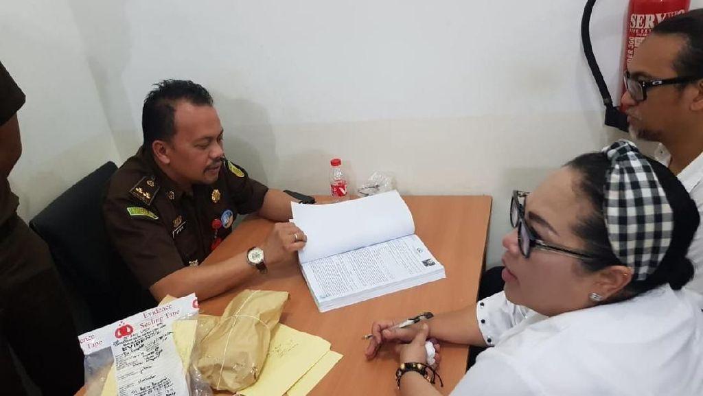 Diserahkan ke Kejaksaan, Nunung-Suami Segera Disidang Terkait Kasus Narkoba