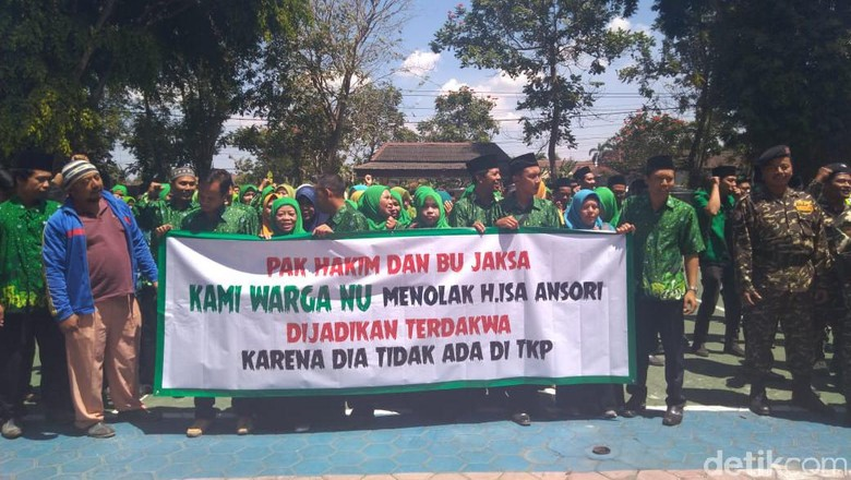Beri Dukungan Moril Tokoh yang Diadili, Ratusan Anggota NU Blitar Aksi Damai