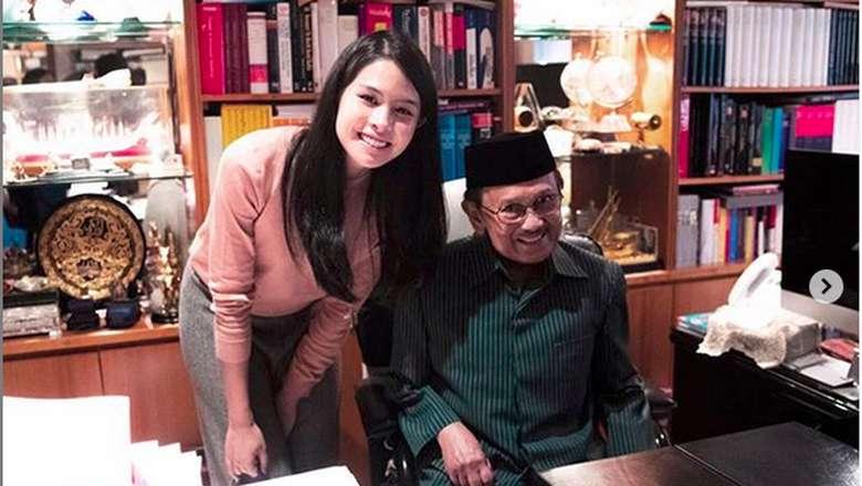 Maudy Ayunda Tak Bisa Berkata-kata BJ Habibie Tiada
