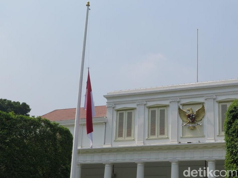 Berkabung atas Wafatnya BJ Habibie, Istana Kibarkan Bendera Setengah Tiang