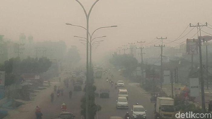 Foto: Kabut asap di Pekanbaru makin pekat (Chaidir-detikcom)