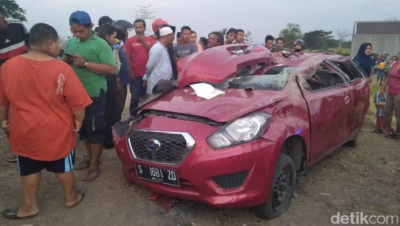 Korban Tewas Mobil Tertabrak KA di Jombang jadi 4 Orang, Ini Identitasnya