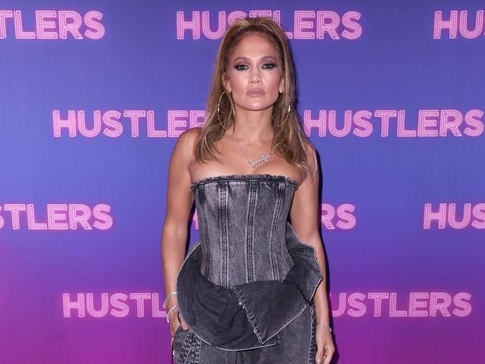 Jennifer Lopez jadi duta merek fashion Coach di usia 50 tahun. (Foto: John Parra/Getty Images)