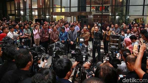 Suasana Malam di KPK, Jelang Pengumuman Pimpinan