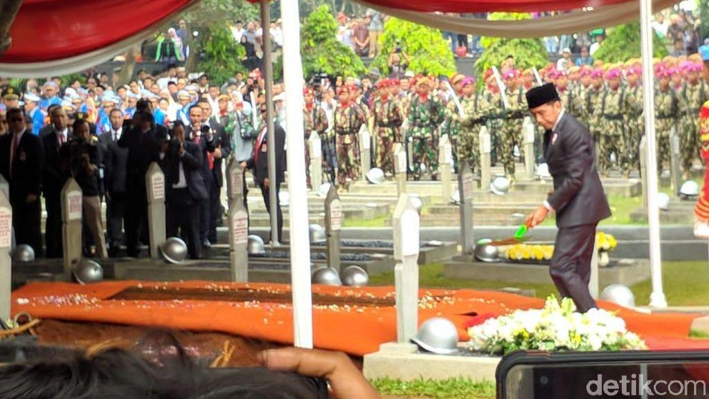 Jokowi: Pesawat Gatotkaca BJ Habibie Inspirasi Bangsa untuk Percaya Diri