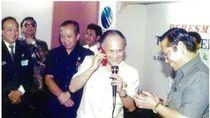 Momen BJ Habibie dan Ponsel Siemens Merah Menyala 25 Tahun Silam