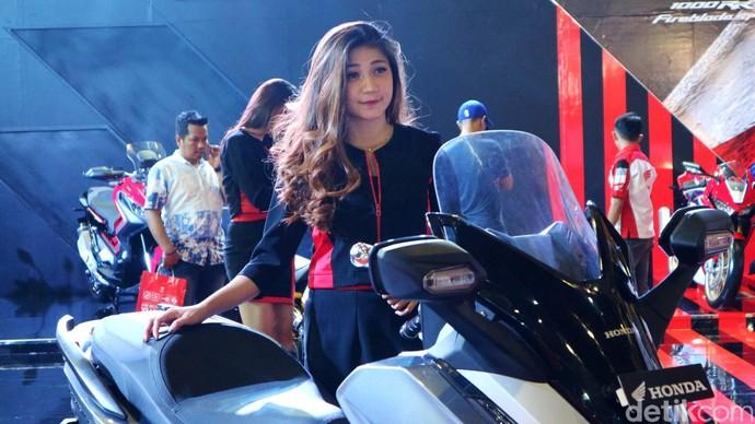 SPG Cantik di GIIAS Makassar