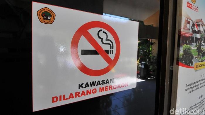Asap rokok mengandung banyak senyawa beracun (Foto: Amir Baihaqi)
