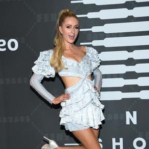 Paris Hilton Mengaku Dulu Pura-pura Bodoh, Fans Terkejut Dengar Suara Aslinya