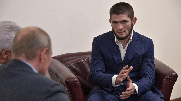 Vladimir Putin bertemu langsung dengan Khabib Nurmagomedov.