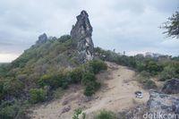 Batu Termanu, dengan ikon batu raksasa yang menjulang tinggi (Afif Farhan/detikcom)