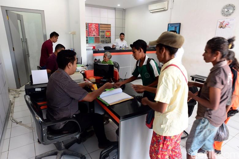 Seperti Apa Program Bansos Jokowi di Wilayah Terdepan RI?