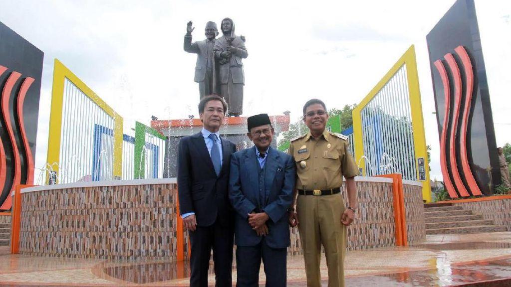 Monumen Cinta Abadi Habibie & Ainun di Kota Parepare