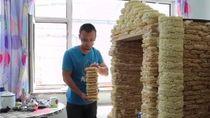 Wow! 2.000 Bungkus Mie Instan Disulap Jadi Rumah Mainan Anak-anak