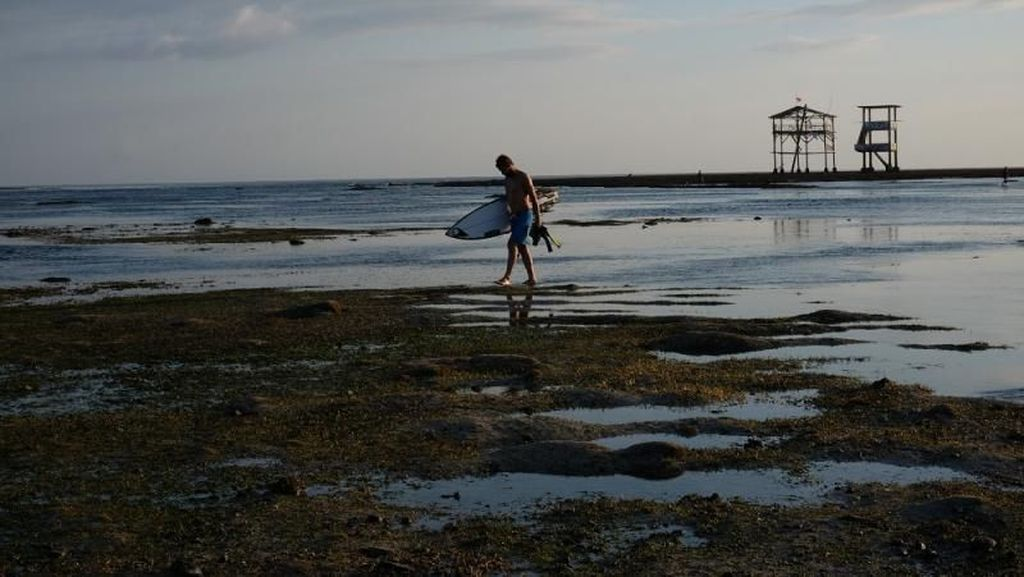 Peselancar Wajib ke Sini: Pantai Lakey di Dompu