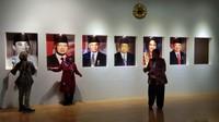 Wisatawan berfoto di depan gambar presiden. Museum ini buka setiap hari pada jam kerja kecuali hari Senin, untuk Sabtu-Minggu hanya buka pagi (Tasya/detikcom)