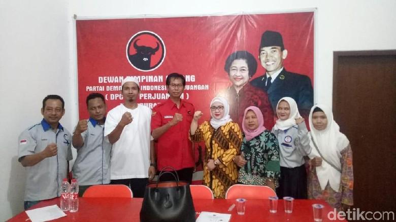 Sri Setyo Pratiwi Kembalikan Formulir Bacawali Surabaya ke PDIP