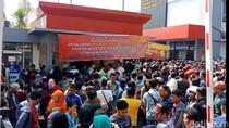 Kangen SIM dan STNK, Ribuan Pelanggar Lalin Antre di Kejari Surabaya