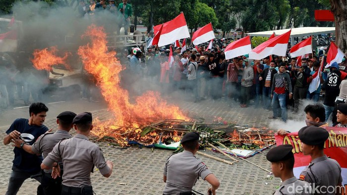 Foto: Demo ricuh di KPK. (Ari Saputra-detikcom)