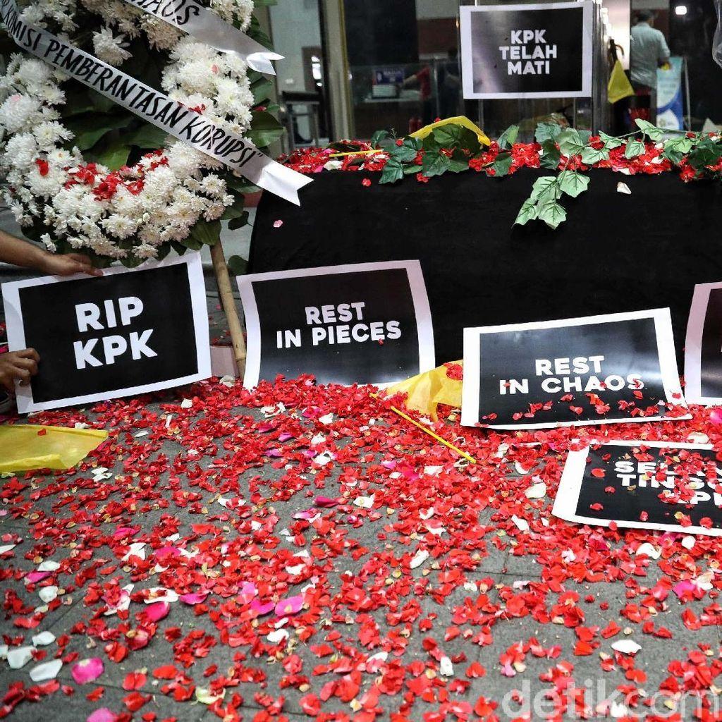 Belum Terlambat Pak Jokowi, Instruksikan Ini dan Revisi UU KPK Batal