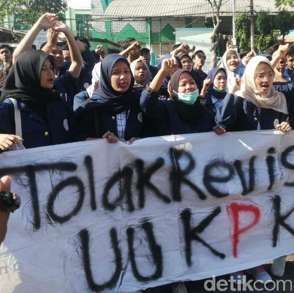Desakan Jokowi Tarik Surpres Revisi UU KPK Bertambah