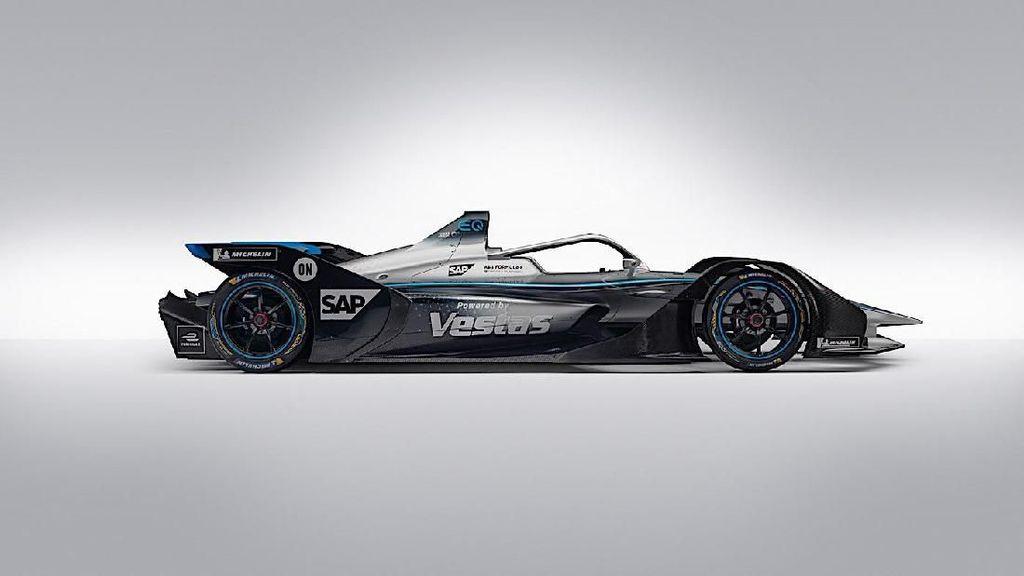 Mercedes-Benz Kenalkan Mobil Balap Listrik EQ Silver Arrow