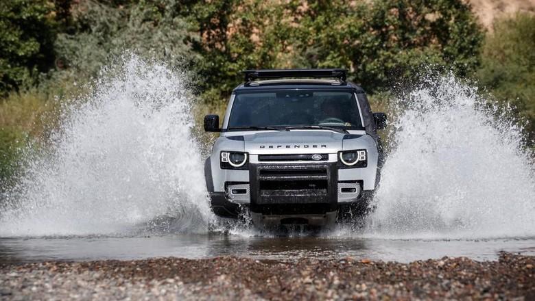 Land Rover Defender Foto: Pool (Leftlanenews)