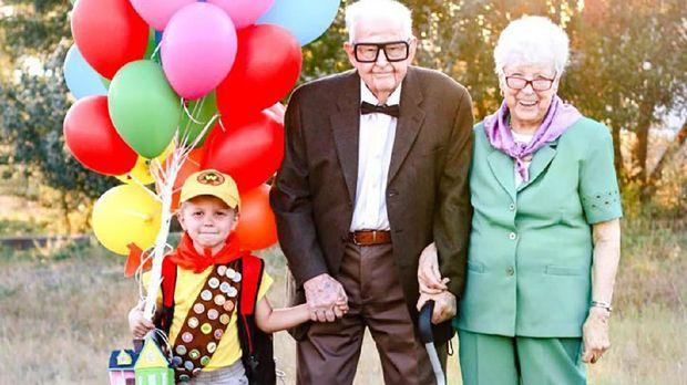 Viral, Ada Kisah Haru di Balik Foto Ala 'Up' Kakek-Nenek dan Cicitnya Ini