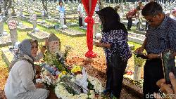 Habis Ramai Selfie di Makam Habibie, Terbitlah Imbauan