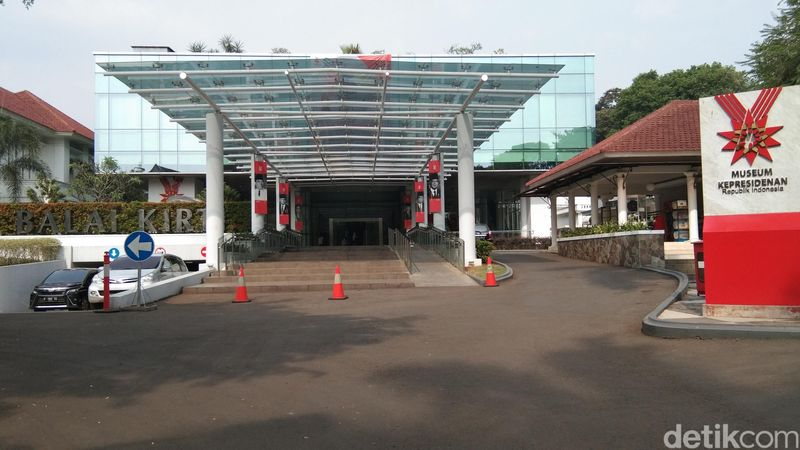 Museum Kepresidenan RI Balai Kirti terletak di Jl. Ir H Juanda No.1, Bogor. Di sini kamu bisa melihat galeri semua presiden RI, termasuk BJ Habibie (Tasya/detikcom)