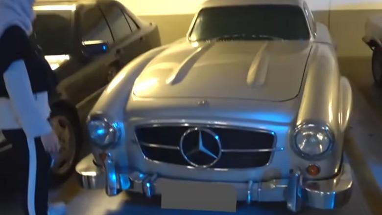 Mobil Mercy Gullwing yang sempat diperlihatkan Zaskia Addya Mecca di akun YouTube The Bramantyos (oto: Youtube/The Bramantyos)