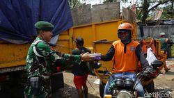 Viral Reaksi Pria Pengangkut Sampah Saat Diberi Nasi Bungkus, Buat Tertampar