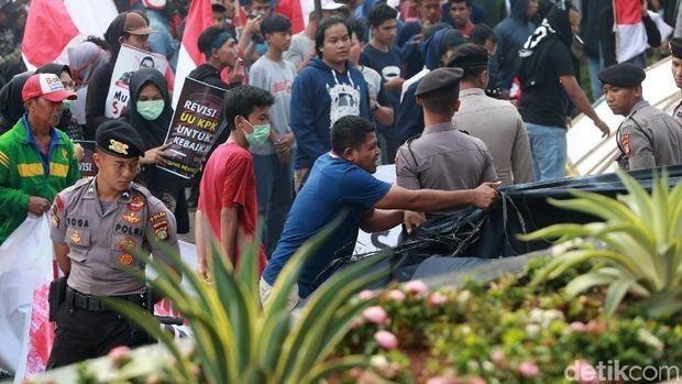 Demo Ricuh di KPK /