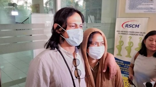 Ditemani Suami, Ini Momen Ria Irawan Jelaskan Kesehatannya